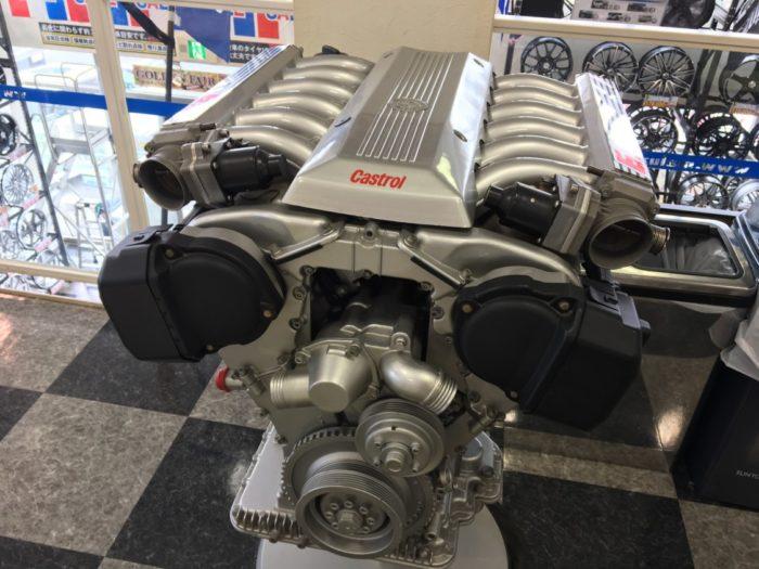 カーポートマルゼン 待合所にあったエンジン