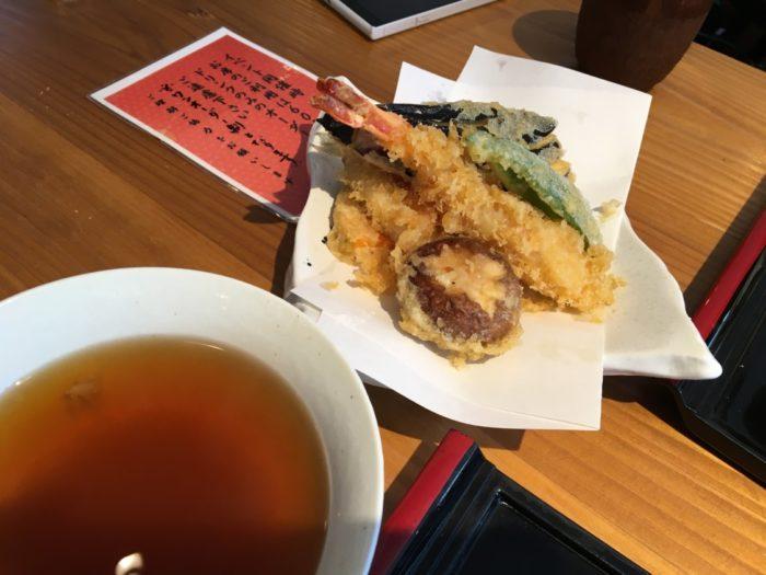 2018-07-08麺菓装の天ぷら盛り合わせ
