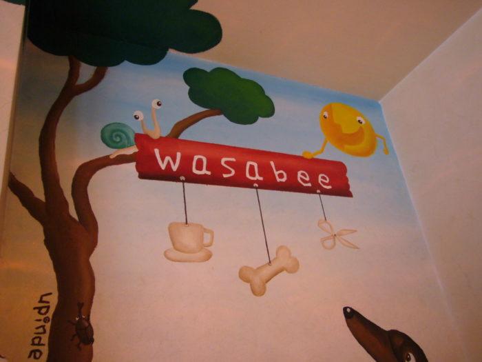 ワサビー店内の壁