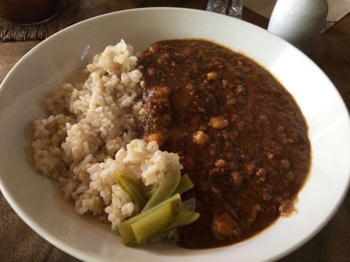 喫茶ミンカの玄米とひよこ豆のカレー