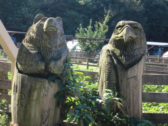 20110923アウトドアベース犬山キャンプ場 木彫りの置物
