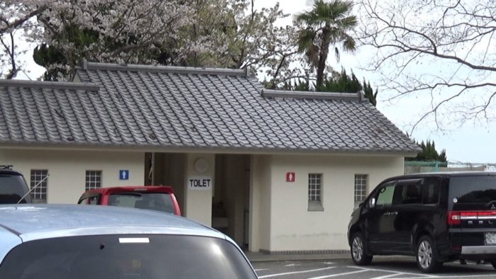 丸山県民サンビーチ駐車場側トイレ
