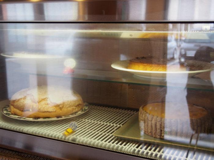 二三味珈琲cafe ケーキのショーケース