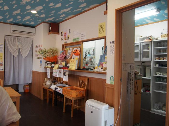 カフェ森 キッチンが近い店内