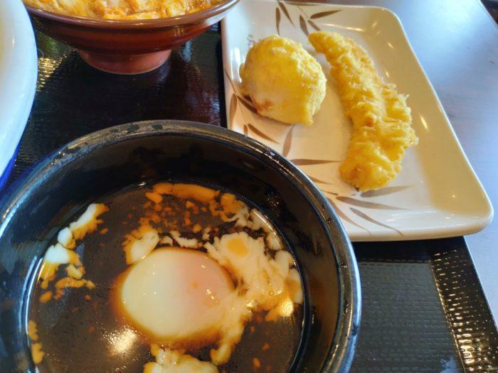 丸亀製麺堺浜寺 肉つけうどんのつけダレと天ぷら