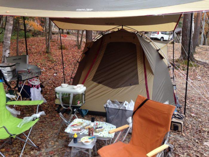 高ソメキャンプ場 テント設営