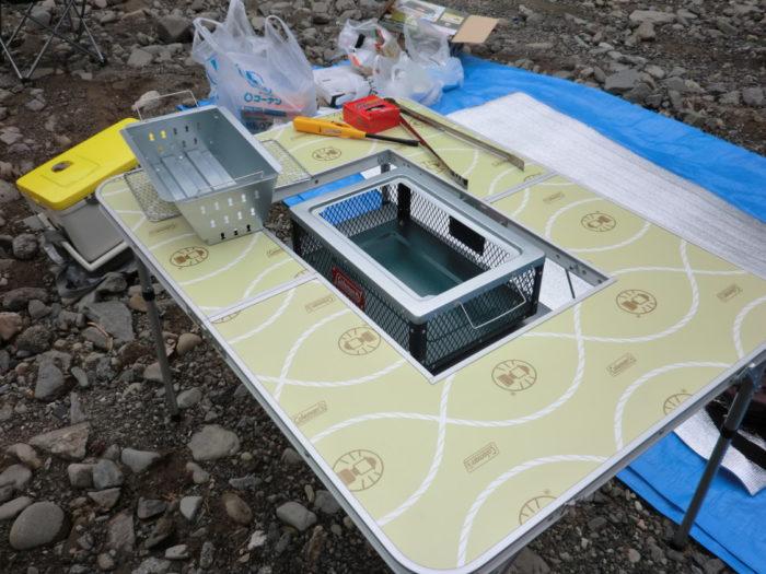 20120623滝畑湖畔バーベキュー場 テーブルとコンロ