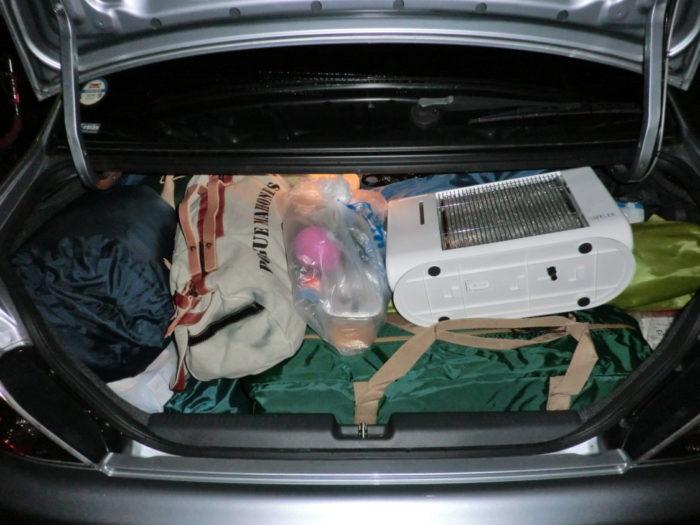 20130112じゃのひれ キャンプ道具積み込み