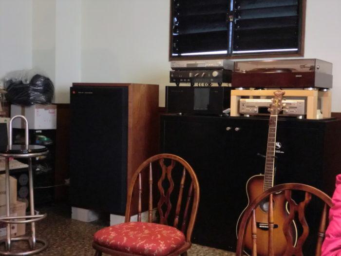 20130113スマート 店内のギター