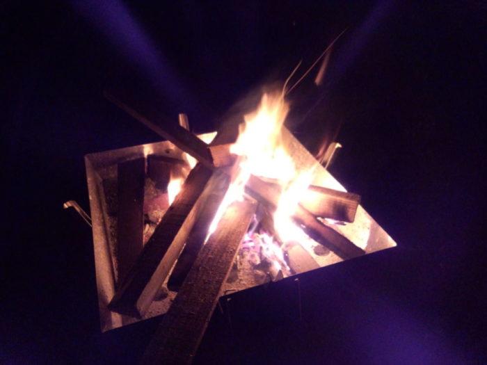 20130112じゃのひれ 廃材を使った焚き火