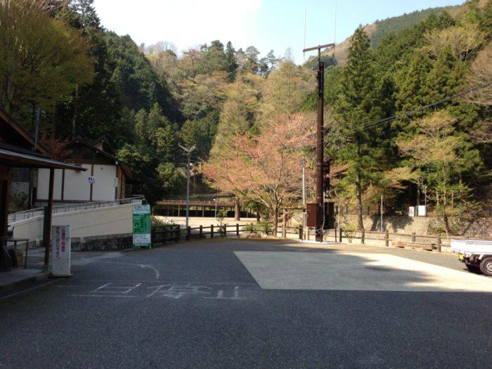 光滝寺キャンプ場 受付前通路