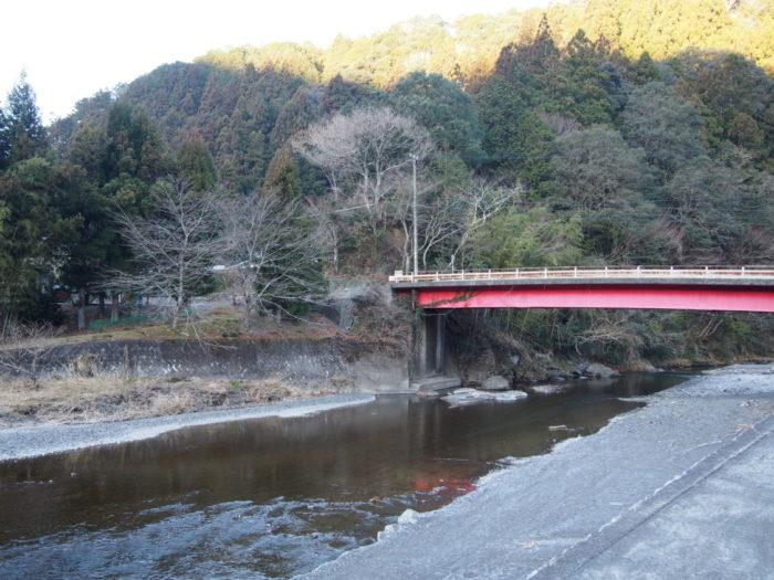 はるの川音の郷 早朝の河原と橋