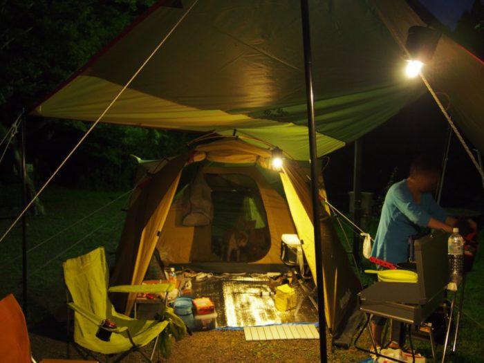 アイリスパーク 夜のランタンが光るテント