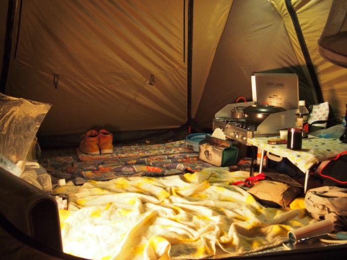 高ソメキャンプ場 夜のリビング