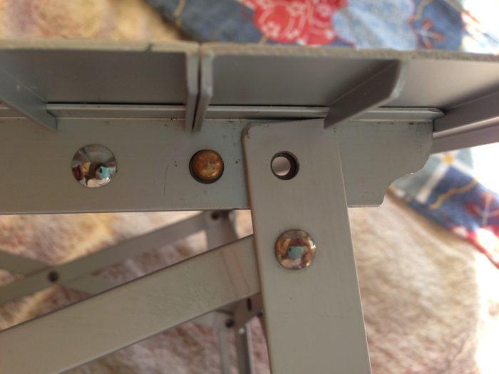 ぶっ壊れたツーリングテーブル