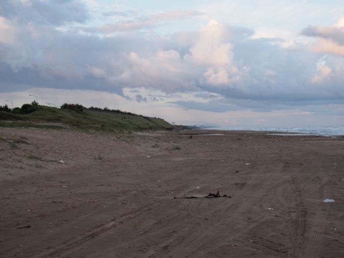 高松SA裏の砂浜
