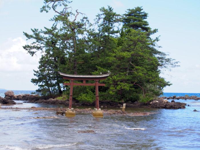 2014-09-14 恋路海岸 弁天島の鳥居