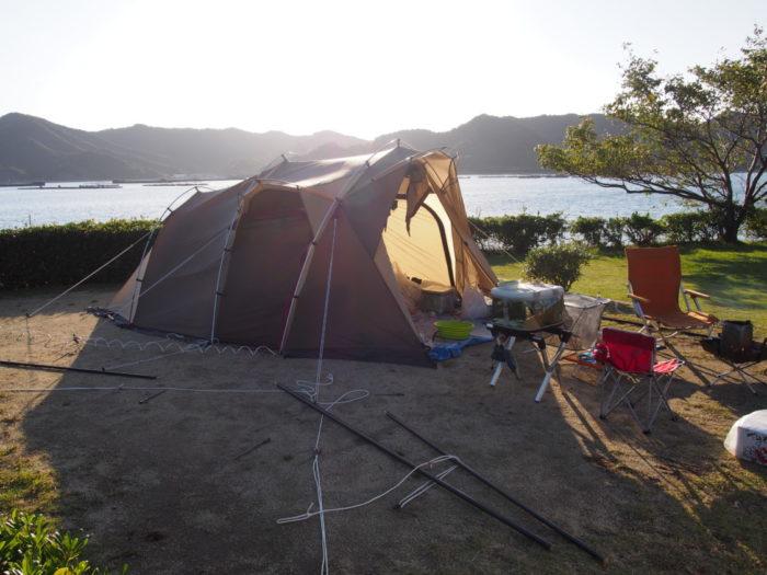 2014-10-23 南淡路シーサイドキャンプ場 吹き飛んだタープ