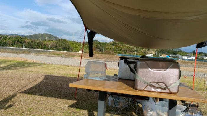 2020-01-18野口オートキャンプ場 備え付けのテーブル