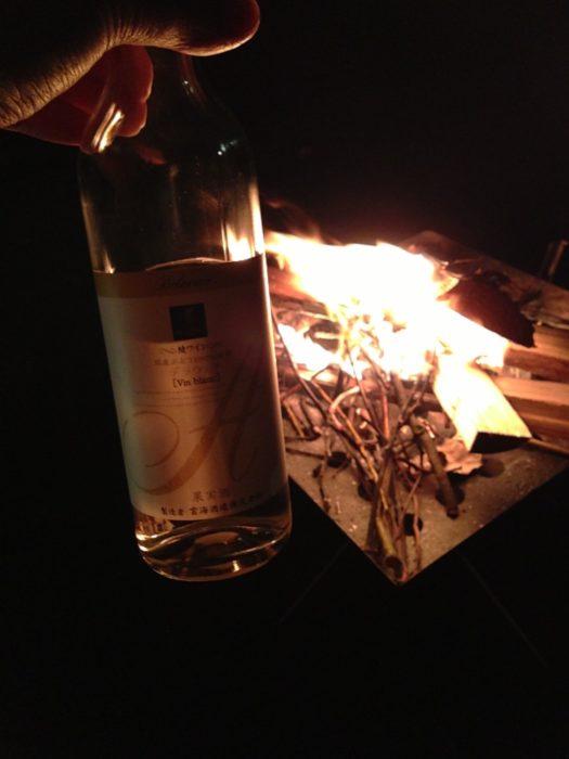2013-05-01南レクオートキャンプ場 焚き火を見ながらワイン