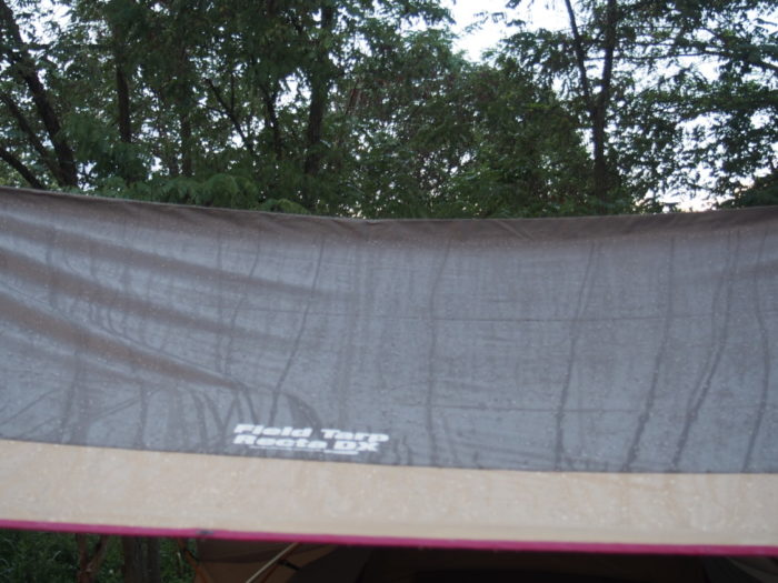 2014-09-14鉢ヶ崎オートキャンプ場 濡れるタープ