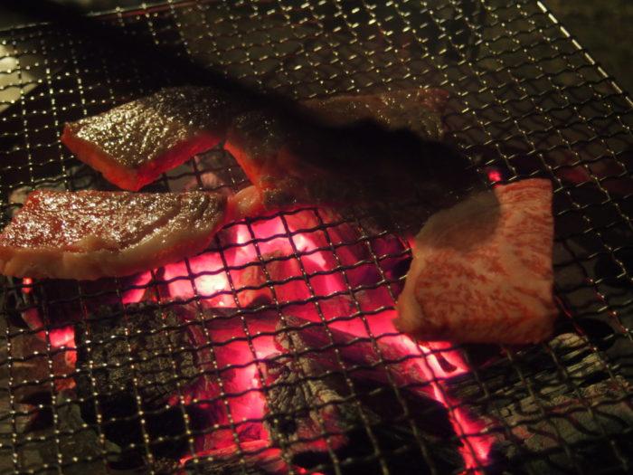 2013-12-31じゃのひれオートキャンプ場 暗い中BBQ