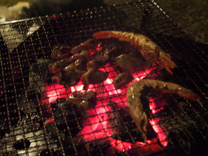 2013-12-31じゃのひれオートキャンプ場 BBQでエビ