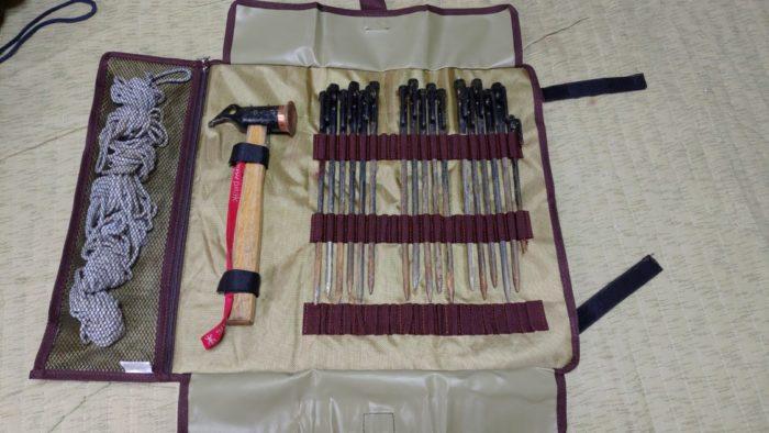 CLSペグケース ペグ、ハンマー、ロープ収納状態