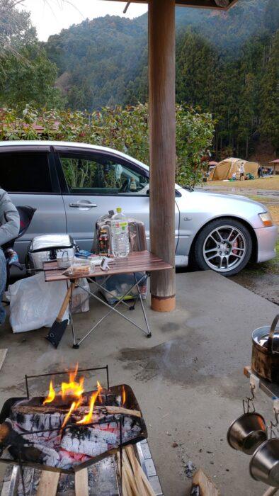 毛原オートキャンプ場 ランエボを見ながら焚き火