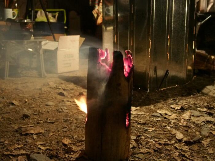 奥琵琶湖キャンプ場 燃えていくスウェーデントーチ