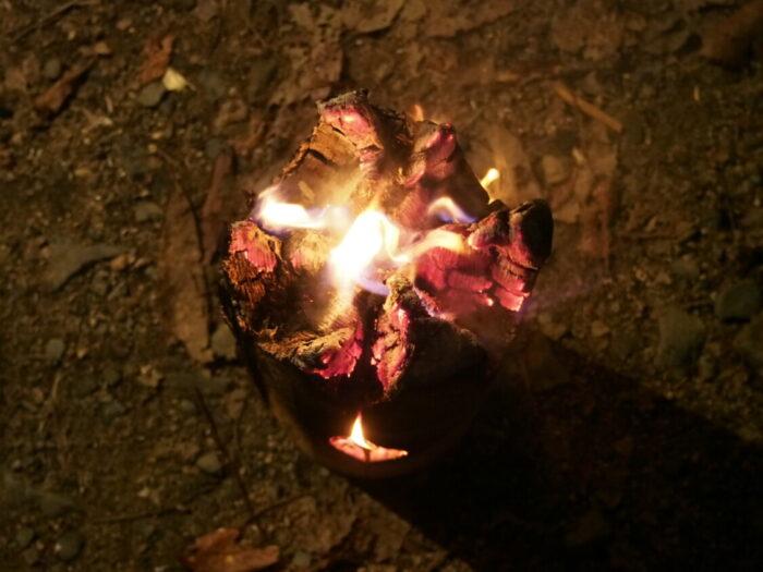 奥琵琶湖キャンプ場 スウェーデントーチ燃えかけ
